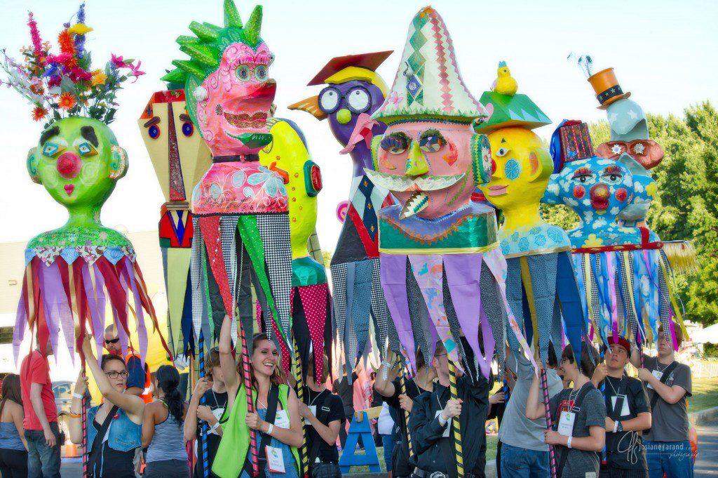 Les marionnettes créées par les artistes du bonheur Josiane Farand