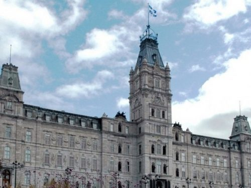 <p>Adoption du projet de loi 110 révisant le cadre municipal des relations du travail</p>